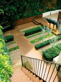 Linear Plan in Formal Garden Layout