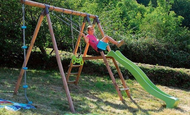 Monter un portique de jeux dans un jardin en pente Garden ideas - assainissement d une maison
