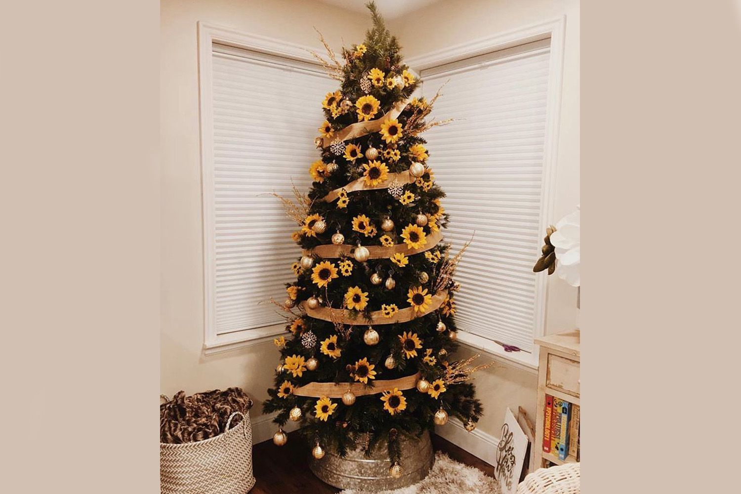 The sunflower Christmas tree trend of 2019