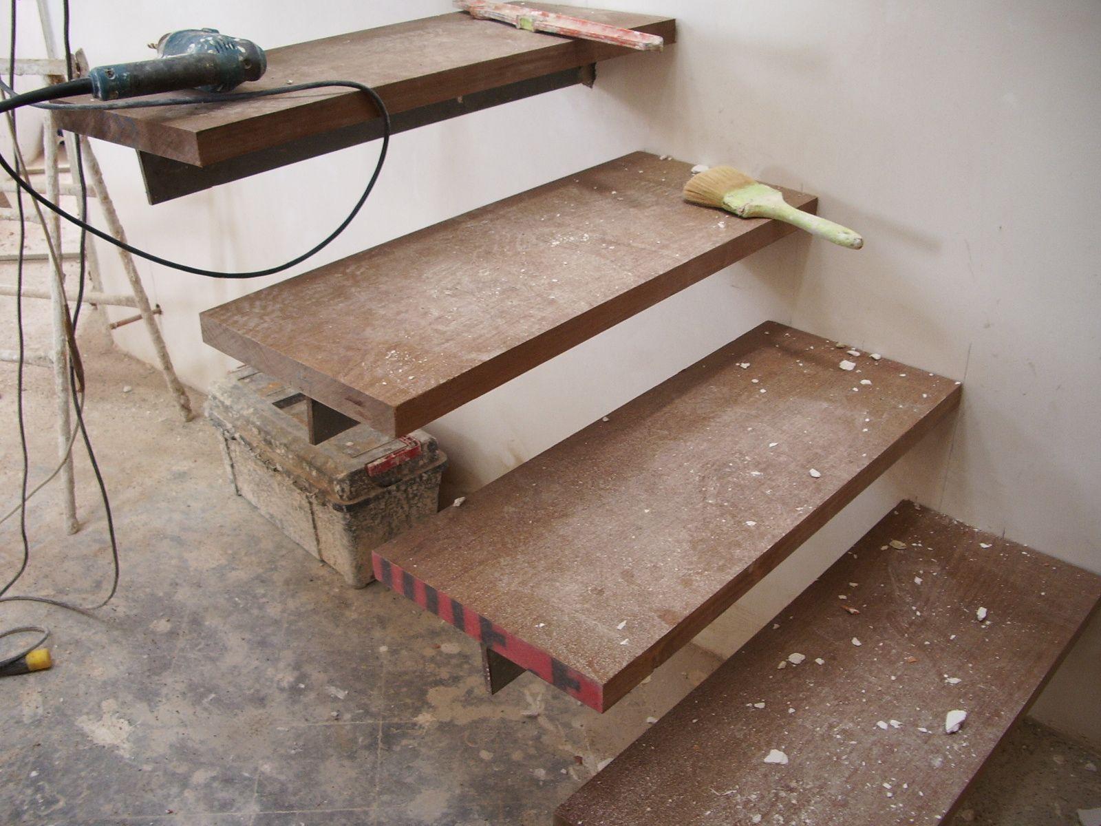Escalera Met Lica Con Pelda Os Empotrados Pelda Os De Madera De  ~ Escaleras Prefabricadas De Madera