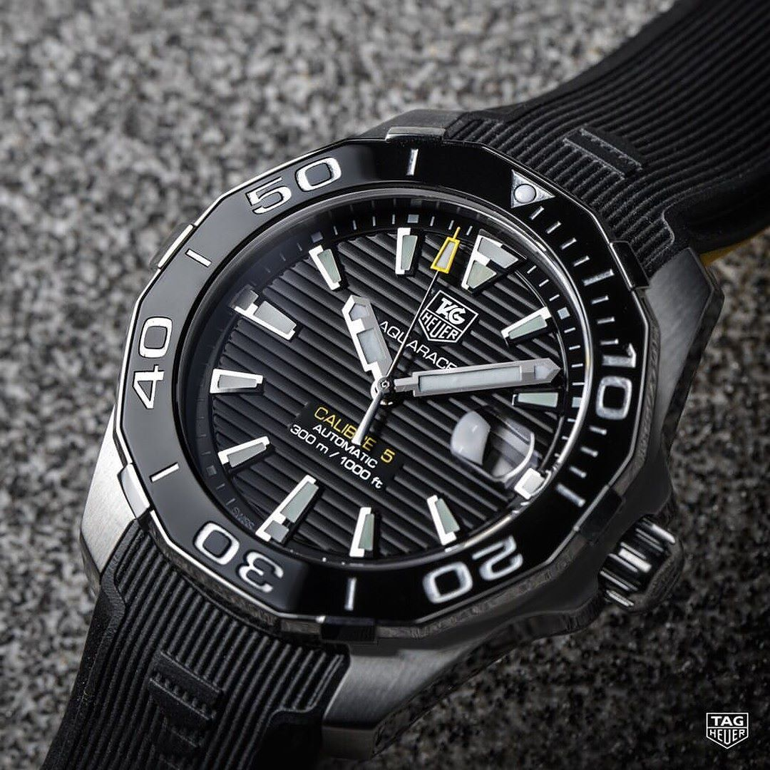 Whether diving inro a melting pot of marine species in the Galápagos or visiting the wet and wild beaches of Miami the TAG Heuer Aquaracer Calibre 5 with Rubber Strap is yourperfect summer sports watch. Find out more in our bio.#DontCrackUnderPressure #reloj #style #watch