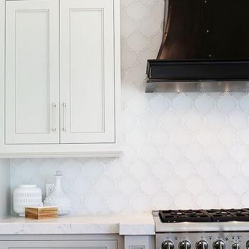 White Arabesque Glass Tile In 2020 Arabesque Tile Backsplash