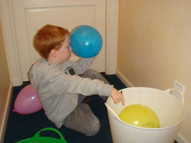 spel uit thema ballen bellen en balonnen met katrotje