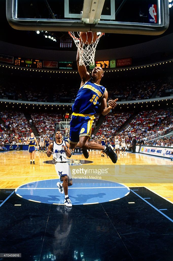 Latrell Sprewell  15 of the Golden State Warriors dunks the ball against  the Orlando Magic on March 26 caeb566ff