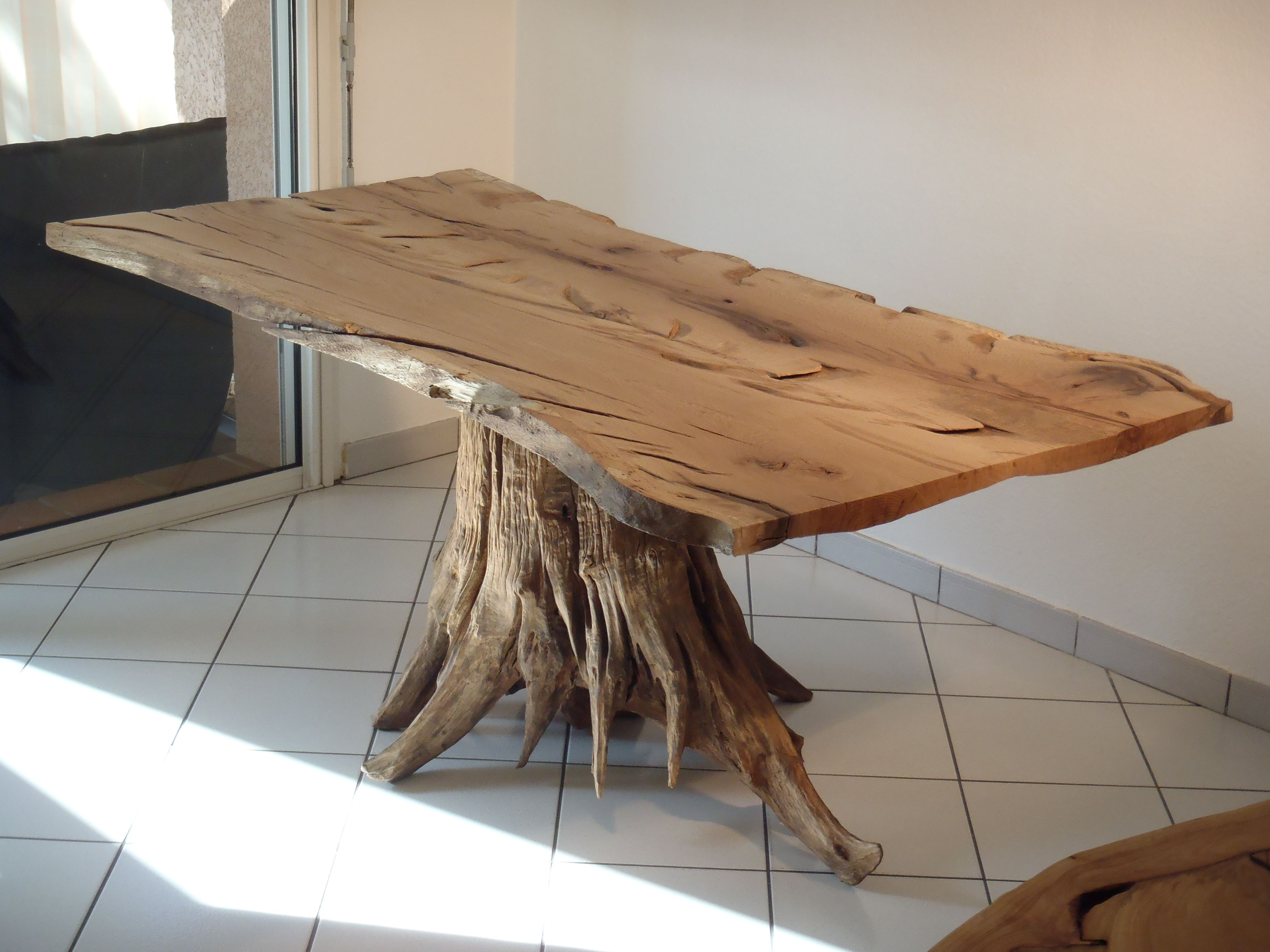 Table manger souche racine d 39 arbre deco table bois table bois massif et table tronc d 39 arbre - Arbre deco interieur ...