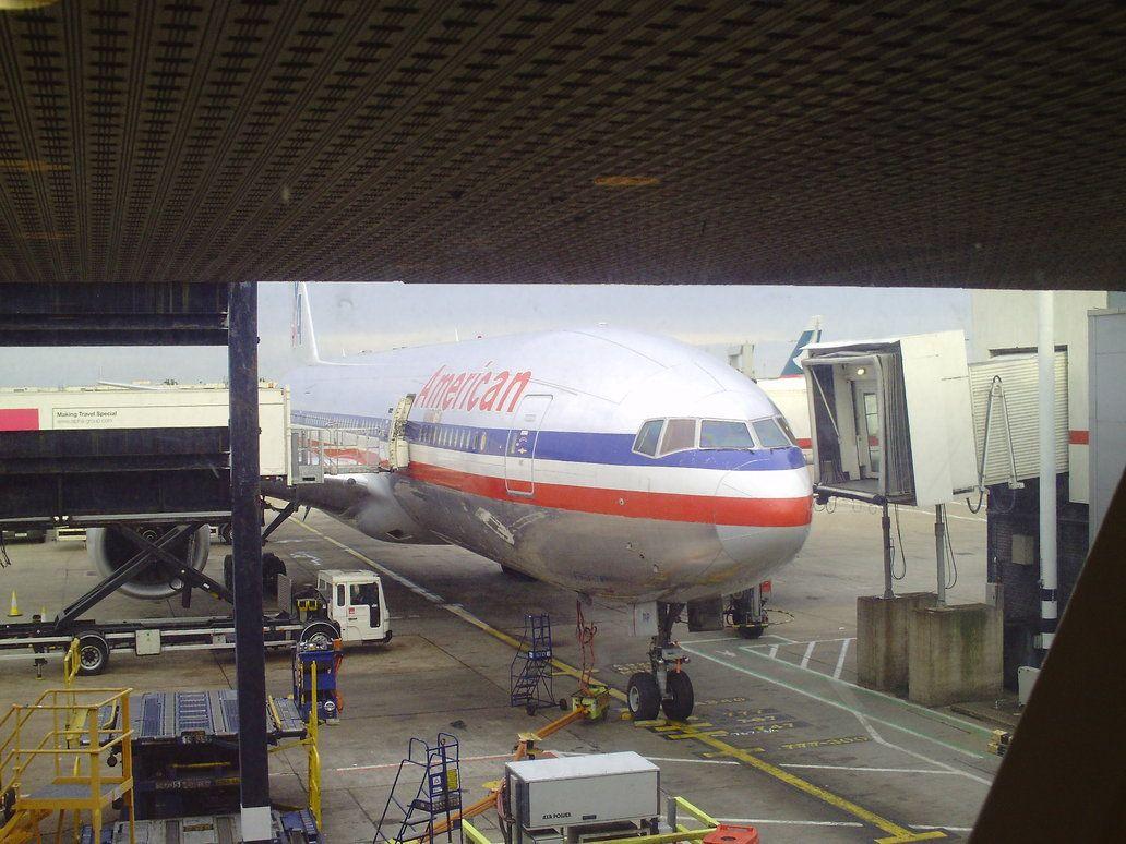 American Airlines Boeing 777 200er Passenger Boarding Boeing 777 Boeing American Airlines