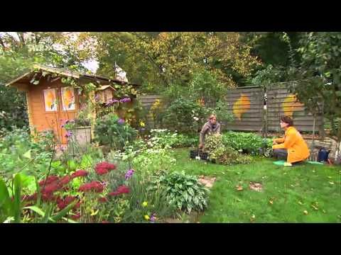 Bauerngarten Quadratisch Anlegen Wegekreuz Bepflanzen Gemuse Blumen Beeren Gutscheingarten Youtube Bauerngarten Hinterhof Garten Staudenbeet Anlegen