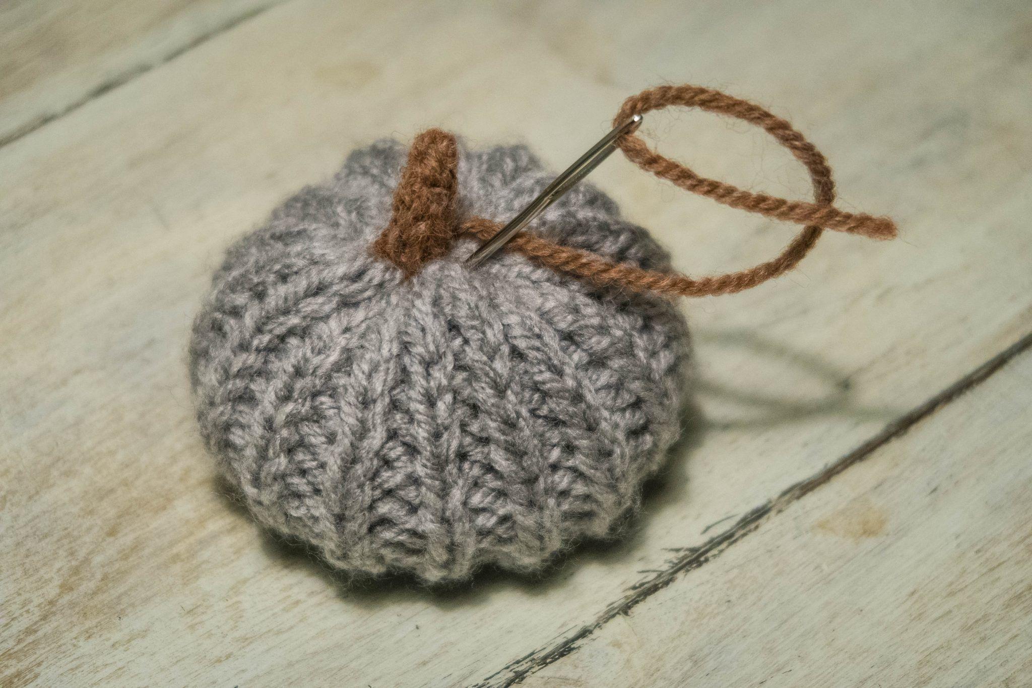 Knitted Halloween Pumpkin - free pattern | Halloween ...