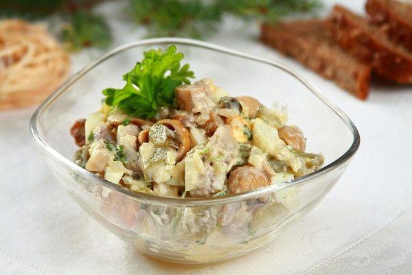 салат с грибами и селёдкой