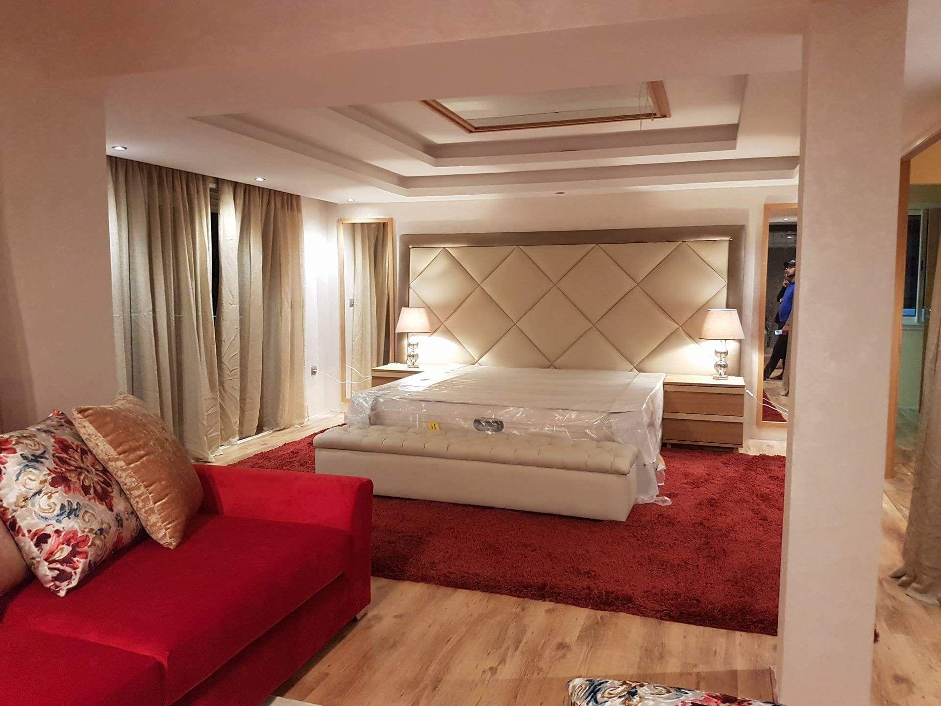 Chambre coucher table chevet t te de lit for Interieur de chambre a coucher