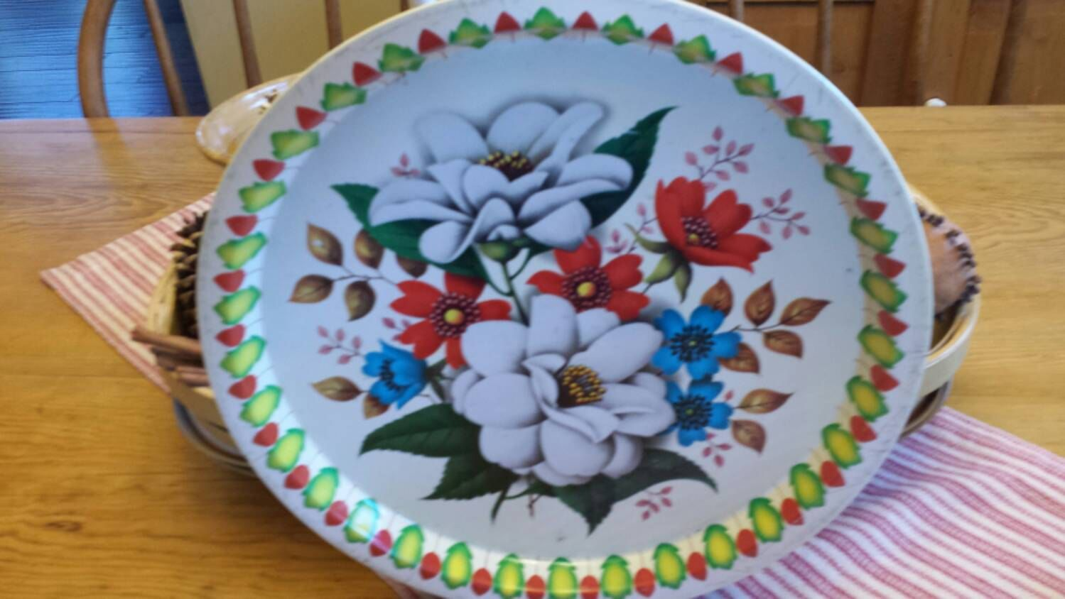 Round Metal Tray with Flower Motif by Elite Vintage Kitchen Decor Great Party Food Serving Tray