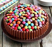 750 grammes vous propose cette recette de cuisine : Gâteau d'anniversaire. Recette notée 4.3/5 par 219 votants