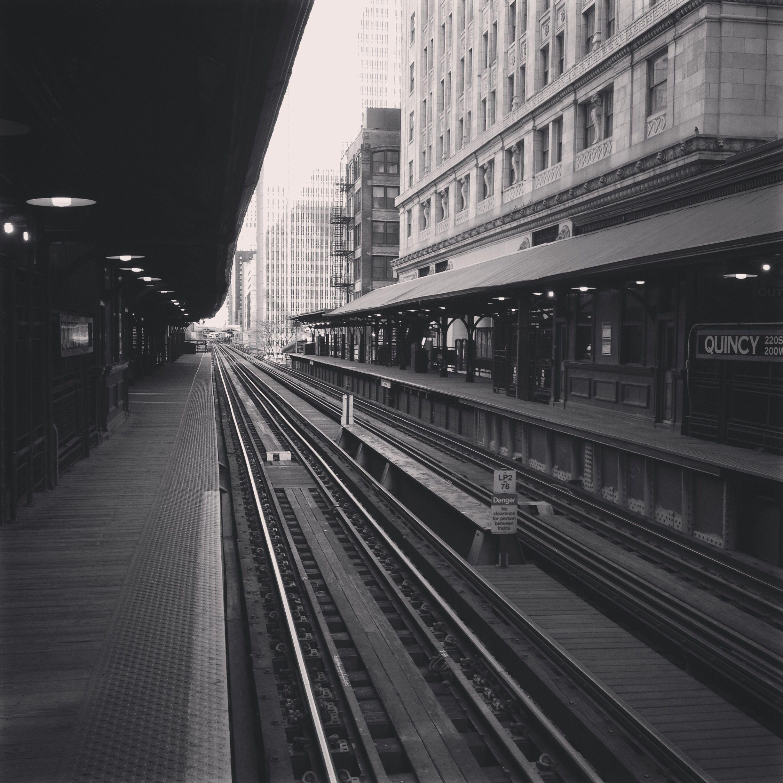 Chicago brown line train.