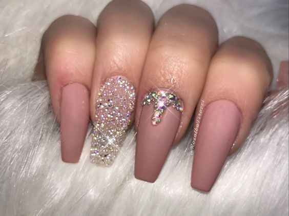39 Birthday Nails Art Design that Make Your Queen Style Latest Fashion Trends for Women sumcoco.com