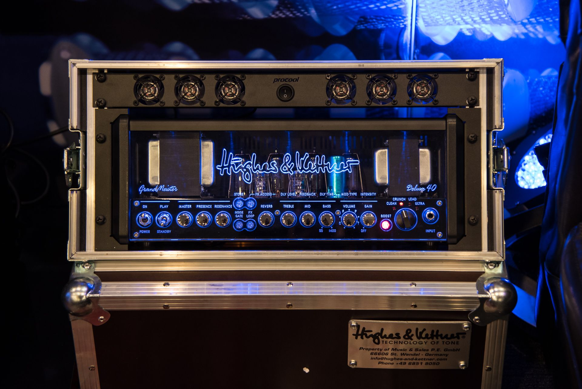 The Hughes Kettner Grandmeister Deluxe 40 Tube Guitar Amplifier In The Official H K Rack Mount Set Get Your Grandmeister In A Standar Rack Settings Mounting