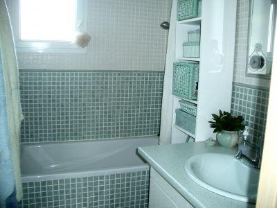 vert amande ecru et vert amande baignoire blanche vasque verte vous tes fi re de votre. Black Bedroom Furniture Sets. Home Design Ideas