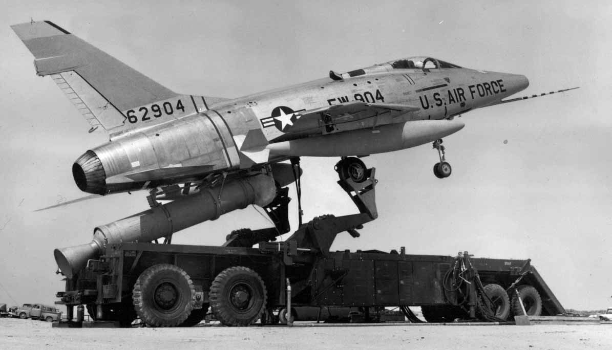 """F100 Super Sabre """"ZLL"""" Launcher ( Hang On )"""