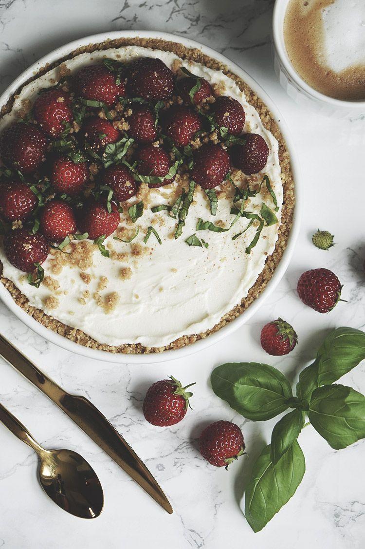 Sommerlig jordbær tærte (som er lavet på kun 5 ingredienser) 6