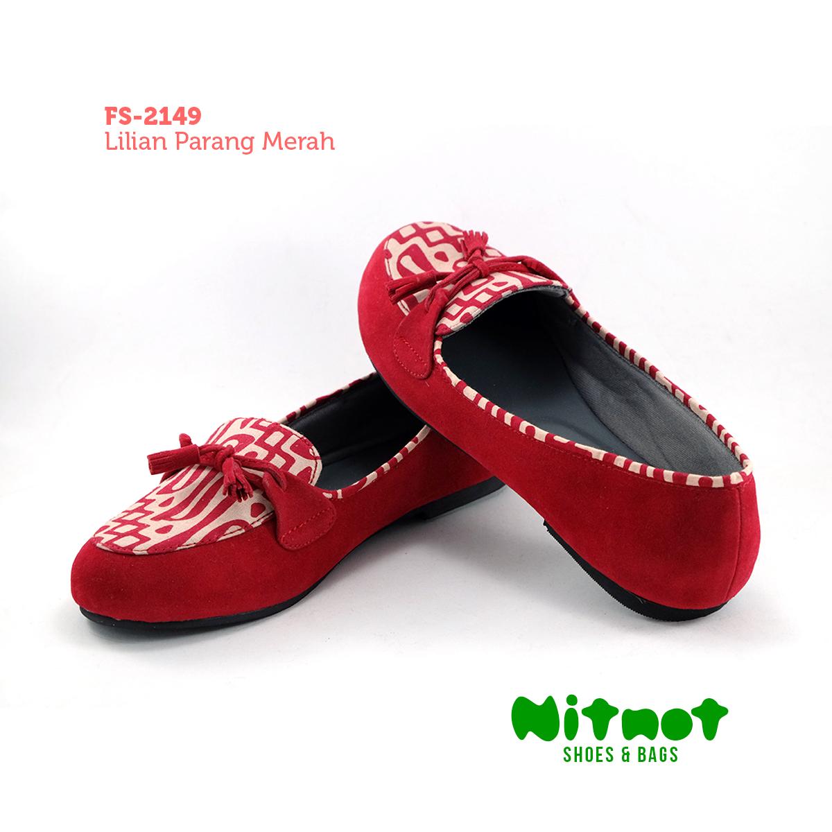 FS-2149 - Lilian Parang Merah  Harga = IDR 178.200    Bahan suede kombinasi batik printing motif Parang Sol karet anti selip.  ORDER :  – WA/Line : 0822 5757 7700 – Pin BBM : NITNOT atau 54BDA621  <09.00–21.00 WIB>
