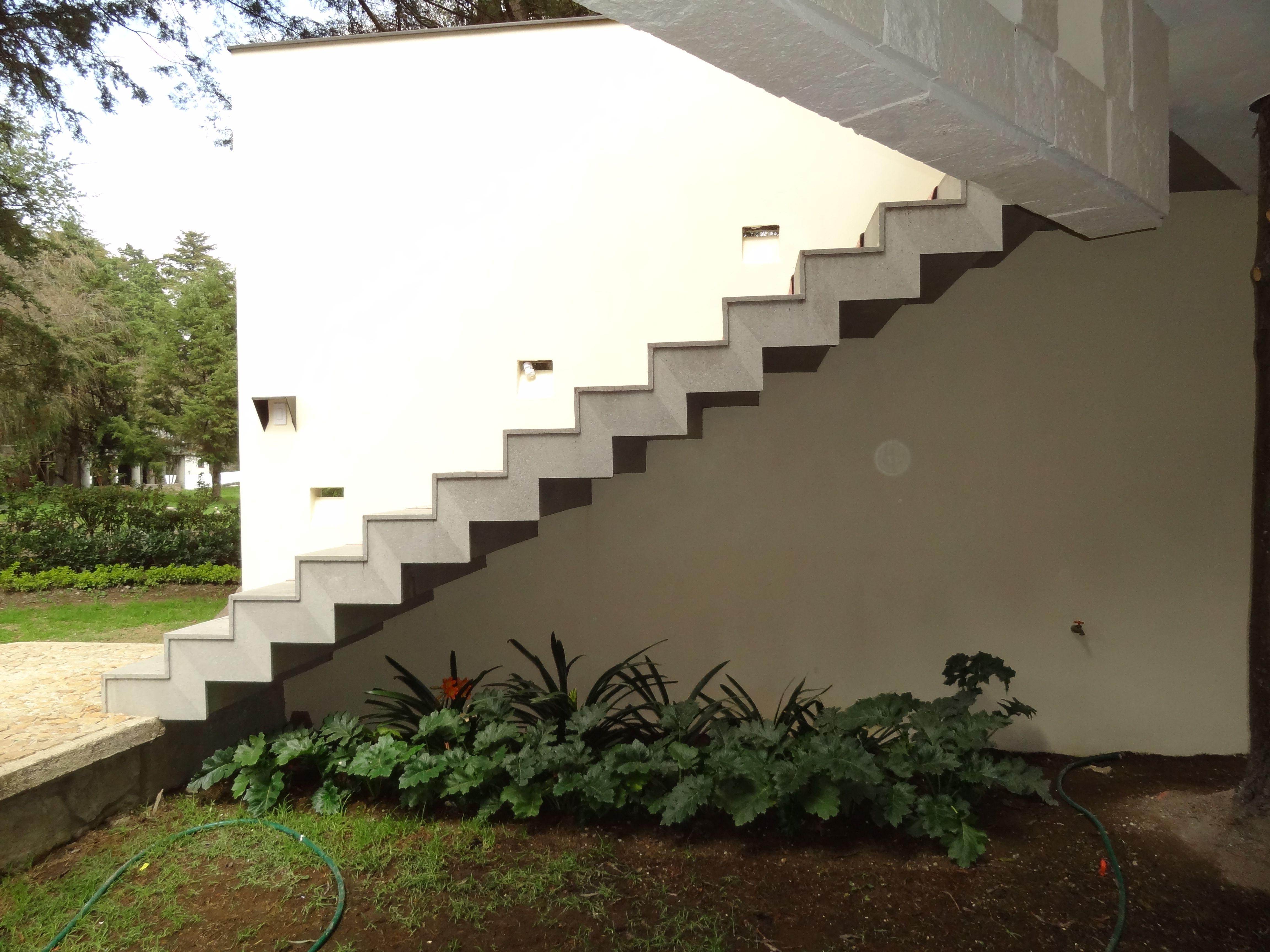 Detalle de acceso el dise o de la escalera esta fabricada - Diseno de escaleras ...
