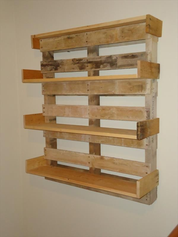 Diy pallet bookshelf pallet furniture diy pamela for Mountain shelf diy