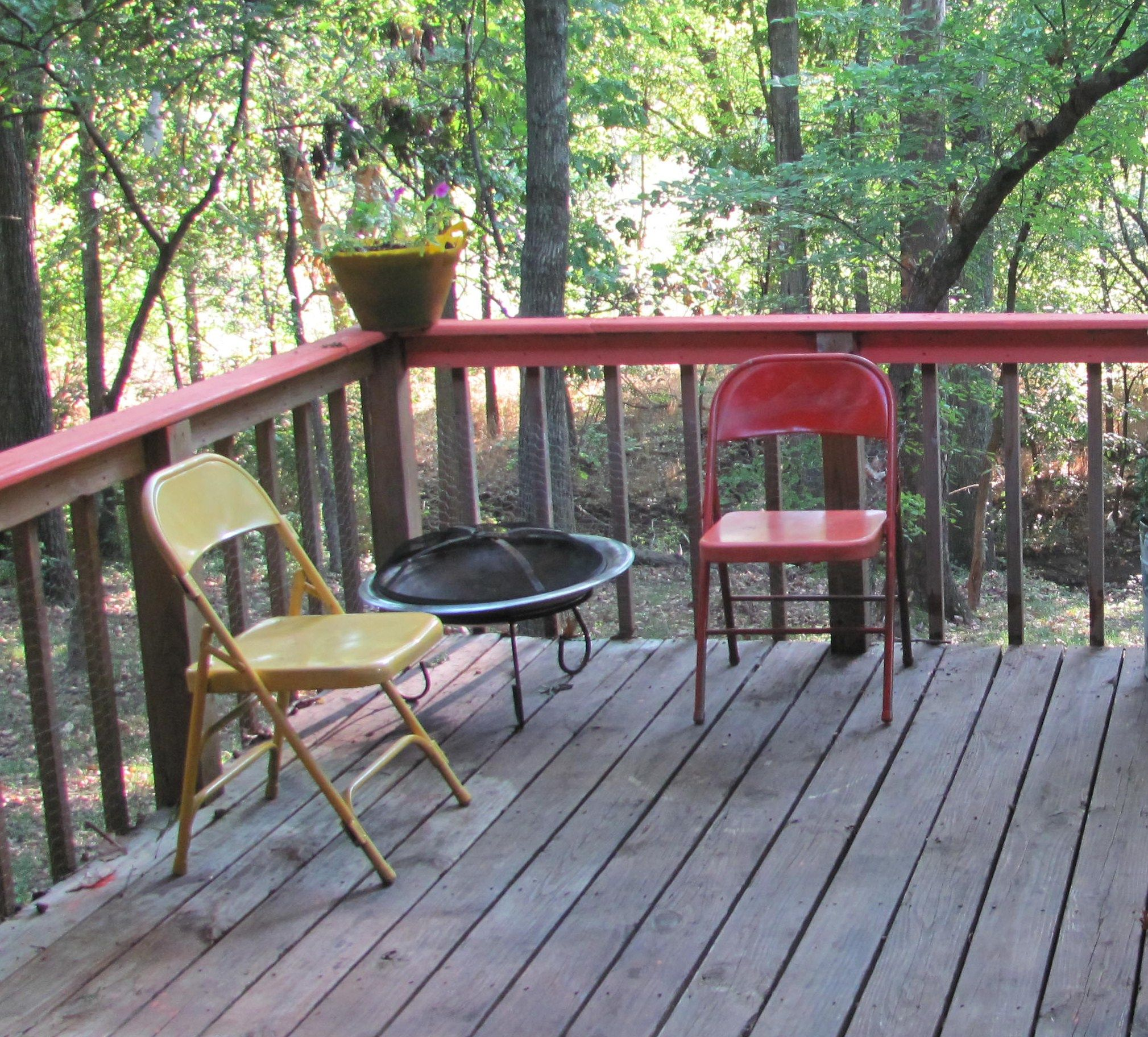 Need extra outdoor furniture Save $ Spray paint metal folding