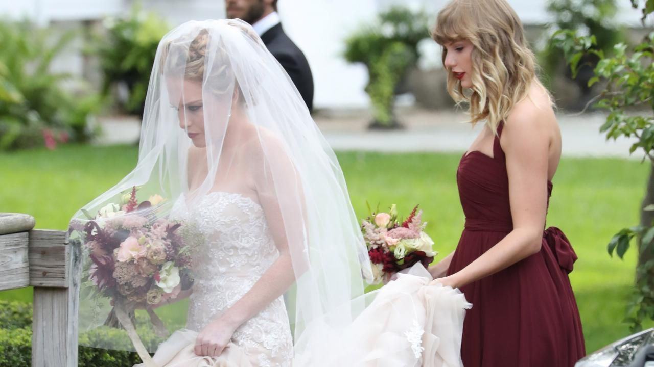 Taylor Swift Looks Stunning As A Bridesmaid For Bff Abigail Anderson S Wedding See The Pics Taylor Swift Videos Bridesmaid Anderson Wedding