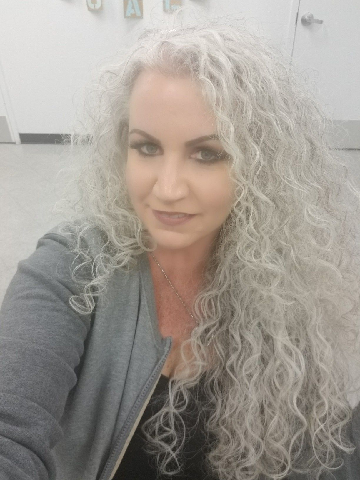 Long Grey And Naturally Curly Long Gray Hair Silver Haired Beauties Curly Hair Styles Naturally