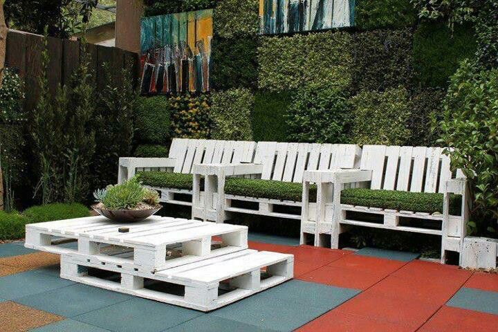 Outdoor furniture made from Pallets Creative things to do with