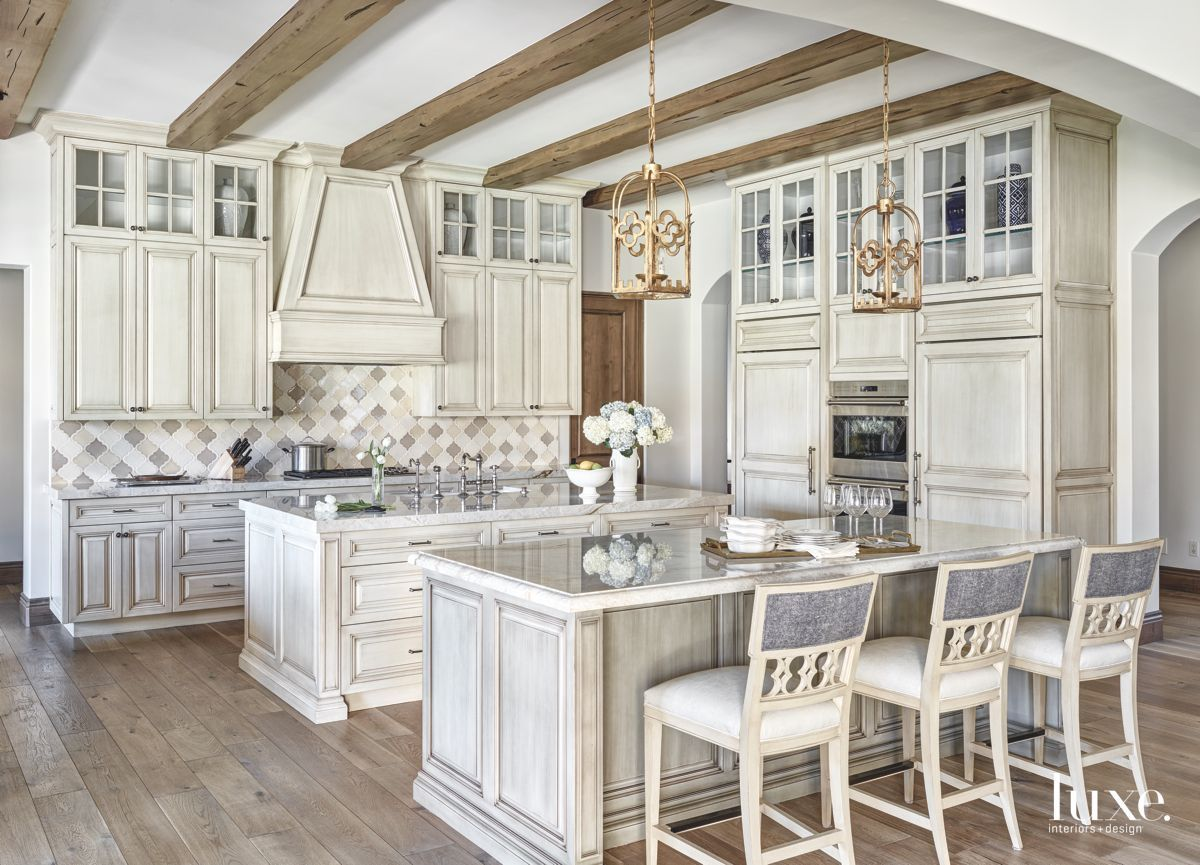 Continental Divide In Scottsdale Luxe Interiors Design In 2020 Antique White Kitchen Antique White Kitchen Cabinets Shabby Chic Kitchen