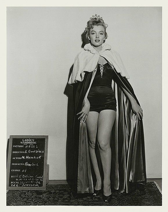 Tests Costumes pour We're not married Divine Marilyn