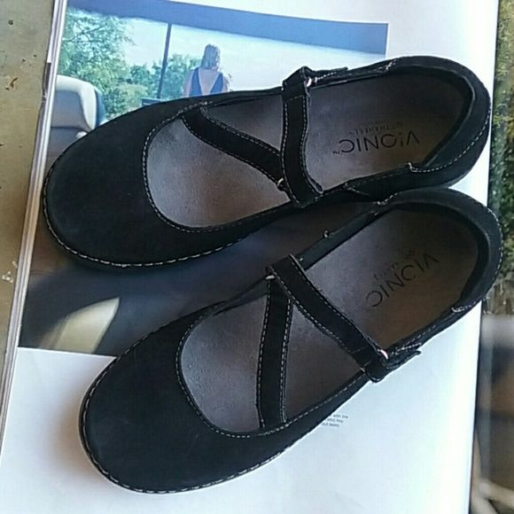 VIONIC ORTHAHEEL SHOES. . Really nice and in a good condition size 7.5 VIONIC  Shoes Flats & Loafers
