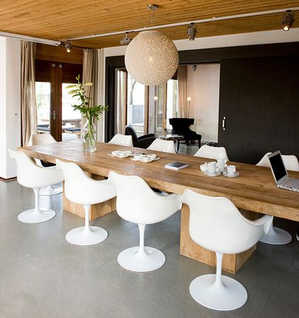 Grote tafel in huis