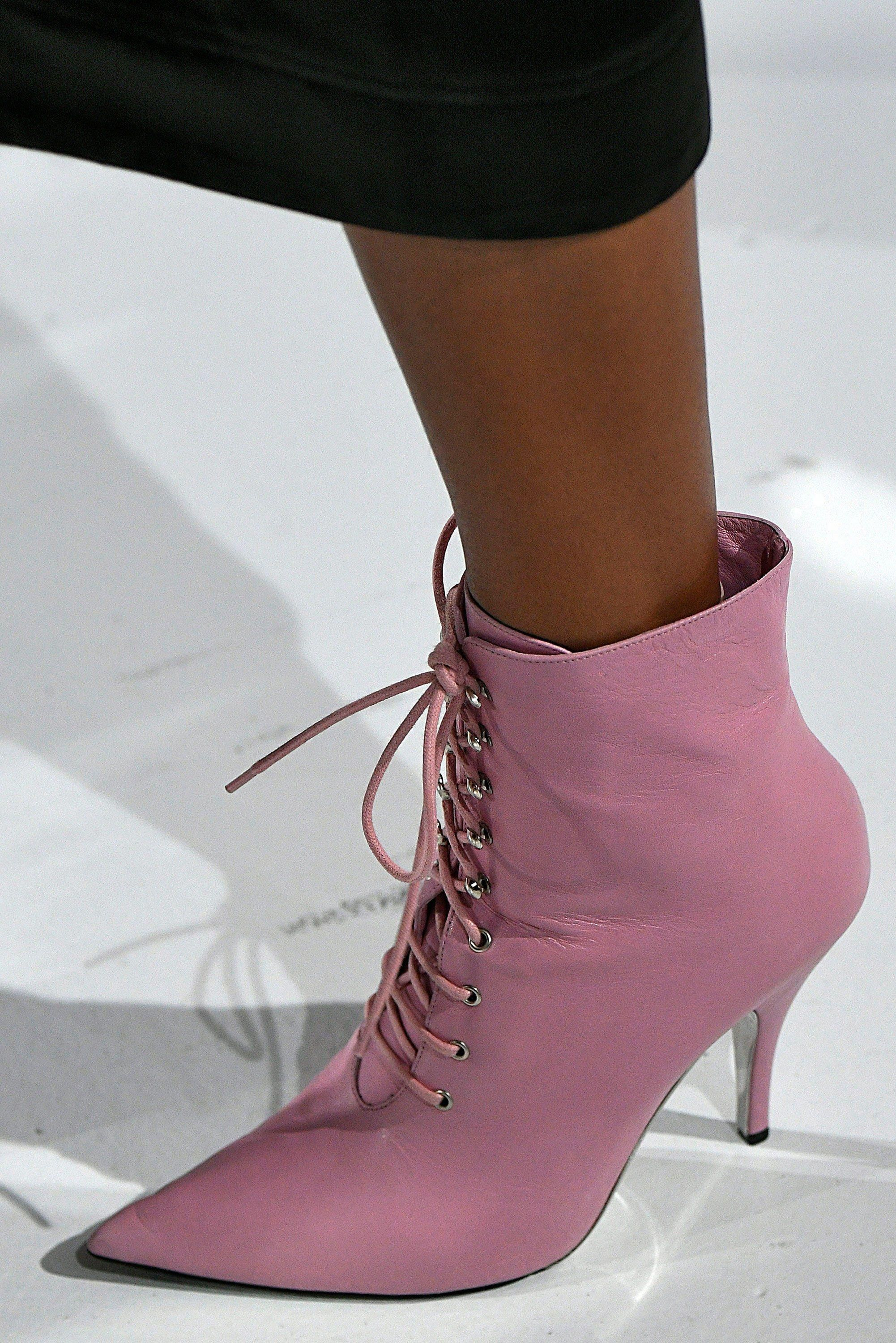 11 Top Accessory Trends Of Spring 2018 Topmakeupaccessories Trending Shoes Spring Shoe Trend Shoe Inspiration