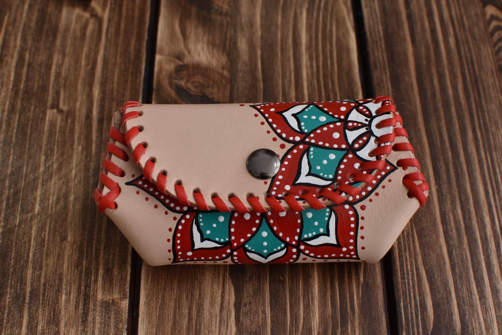 6fe7786bc #etsy #leatherwork #handmade #handpainted #coinPurse #Mandala #Accessory # Artesanal #PintadoaMano #Monedero #cuero #complementos