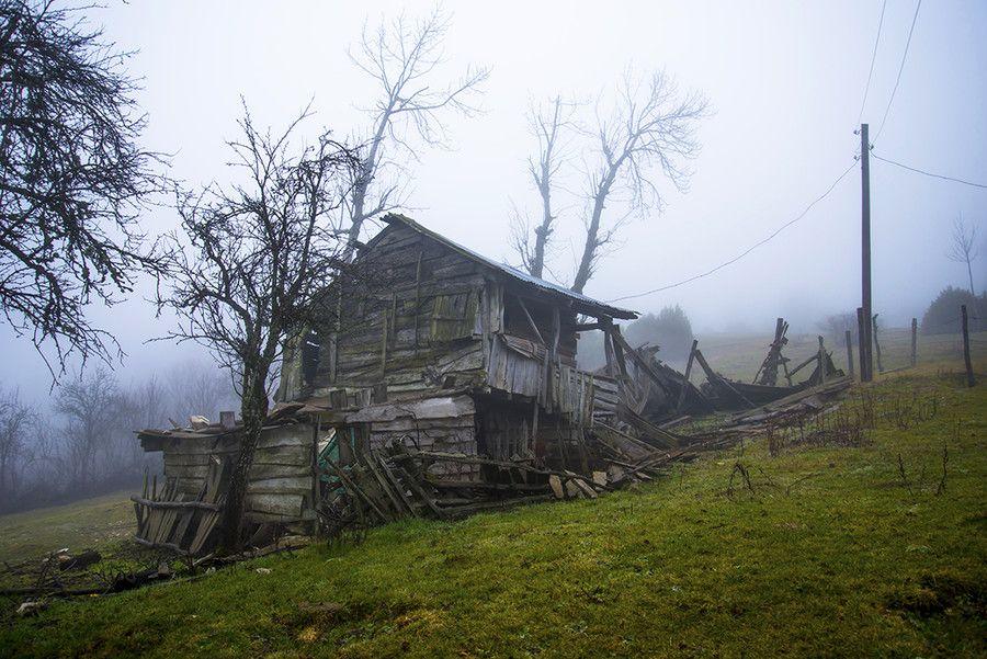 Wooden old house by Ertürk Buluç on 500px