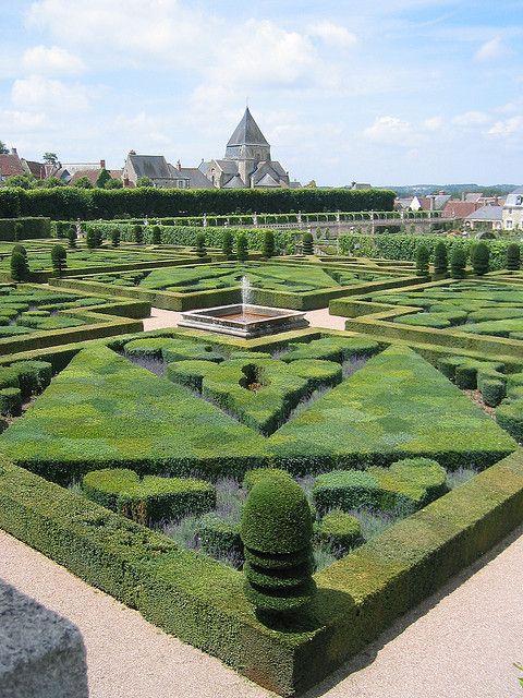 Chateau De Villandry French Renaissance Garden Renaissance Gardens Beautiful Gardens Topiary Garden