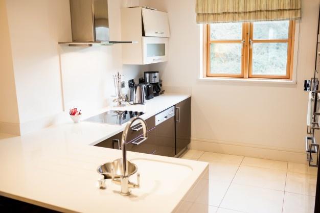 صور مطابخ تصاميم مطابخ 2020 تصميم ديكورات مطابخ حديثة Zina Blog Kitchen Flooring Flatpack Kitchen Kitchen Remodeling Contractors