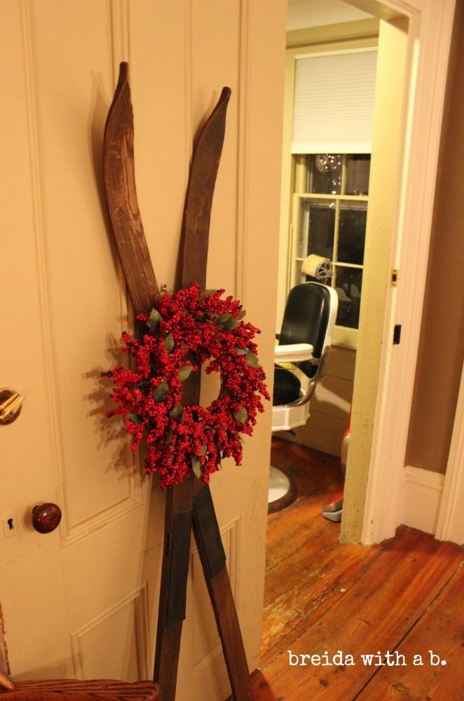 17 Ways To Decorate Inside With Christmas Wreaths Vintage Winter