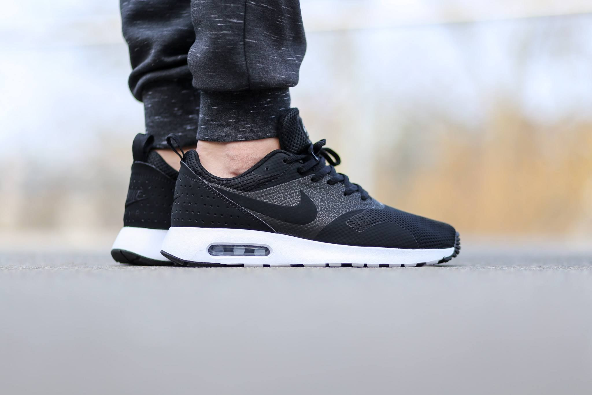 nike air max tavas black and white