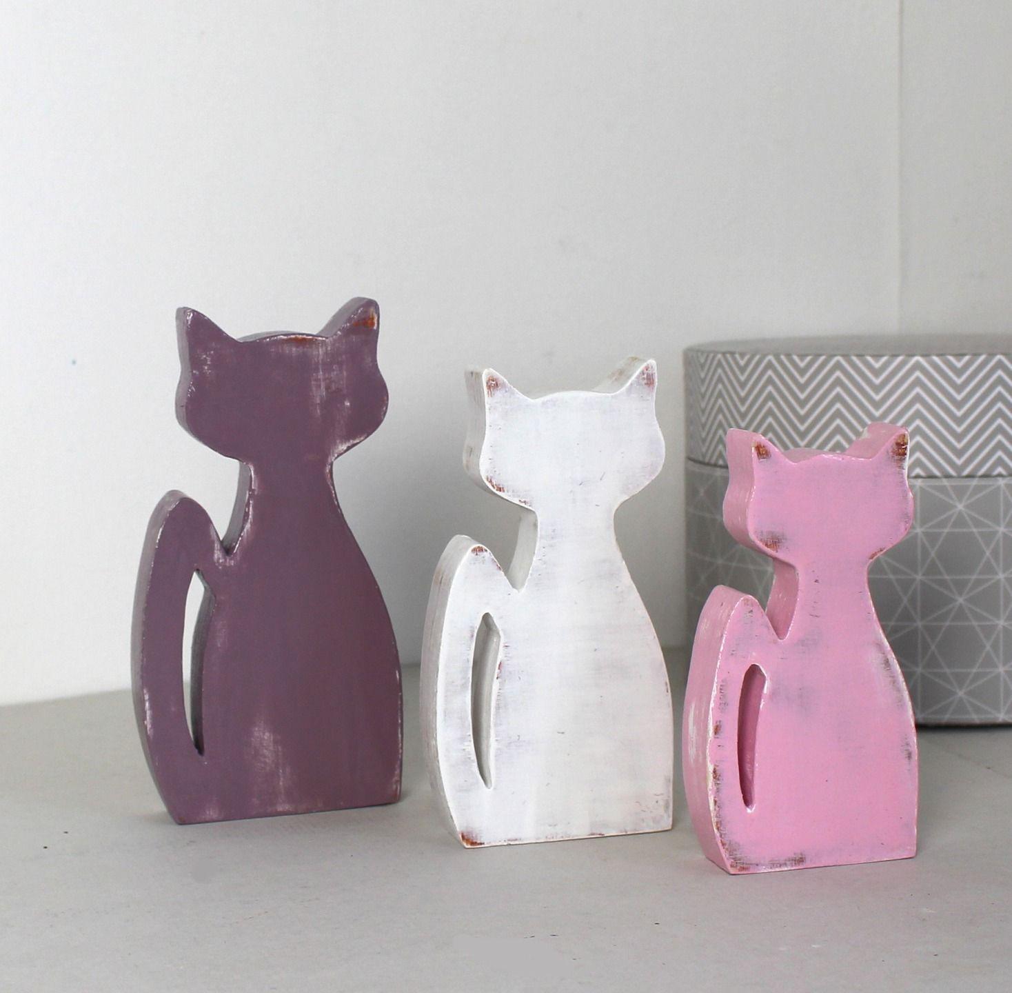 chats en bois blanc ,violet aubergine et rose pâle patiné en ...
