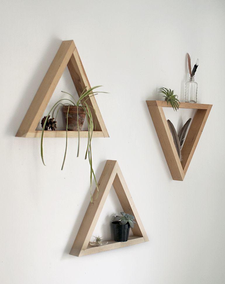 diy wooden triangle shelves d corations tag res palettes et menuiserie. Black Bedroom Furniture Sets. Home Design Ideas