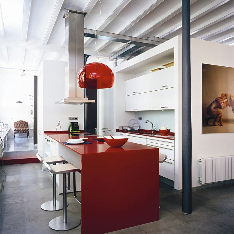 Cuisine rouge et grise qui incarne lu0027idée du0027une vie moderne Design