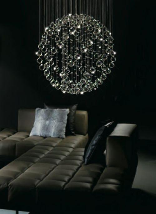 glaskugel kronleuchter deko dunkel sofa modern
