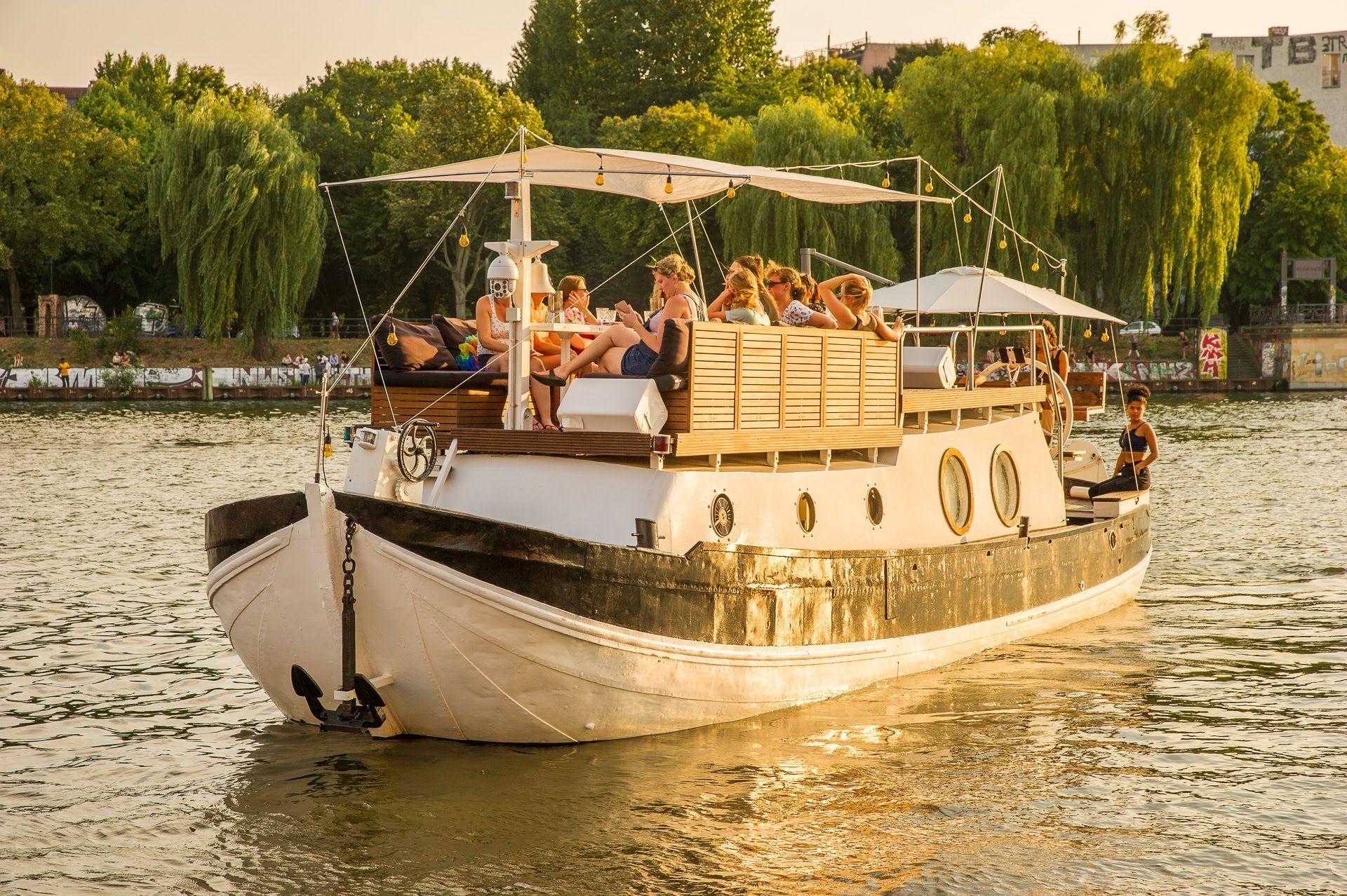 Mit Dem Partyboot Durch Berlin Partyschiff Party Schiff