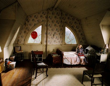These Are The Most Memorable Homes From Scary Movies Bedroom