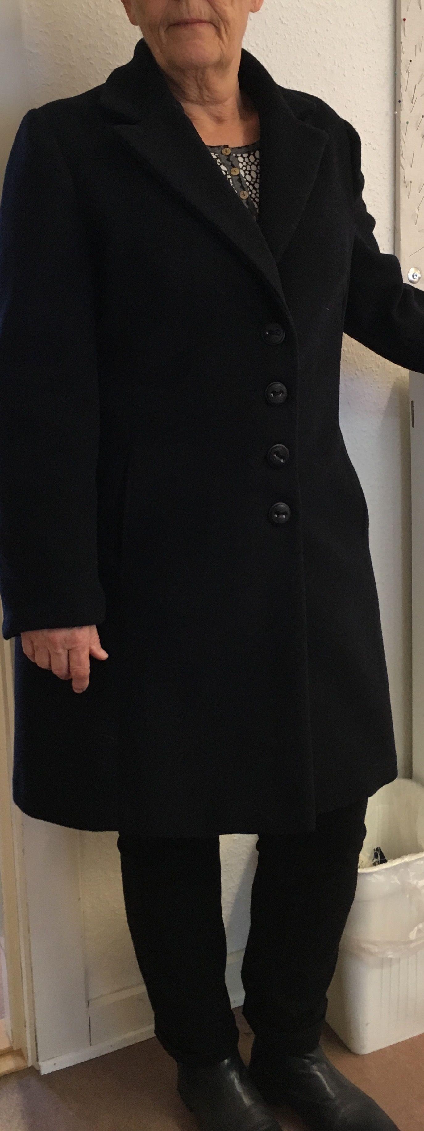 Endnu en frakke blev færdig, med revers og lækkert foer og selvfølgelig tittekanter. Godt gået Birgitte