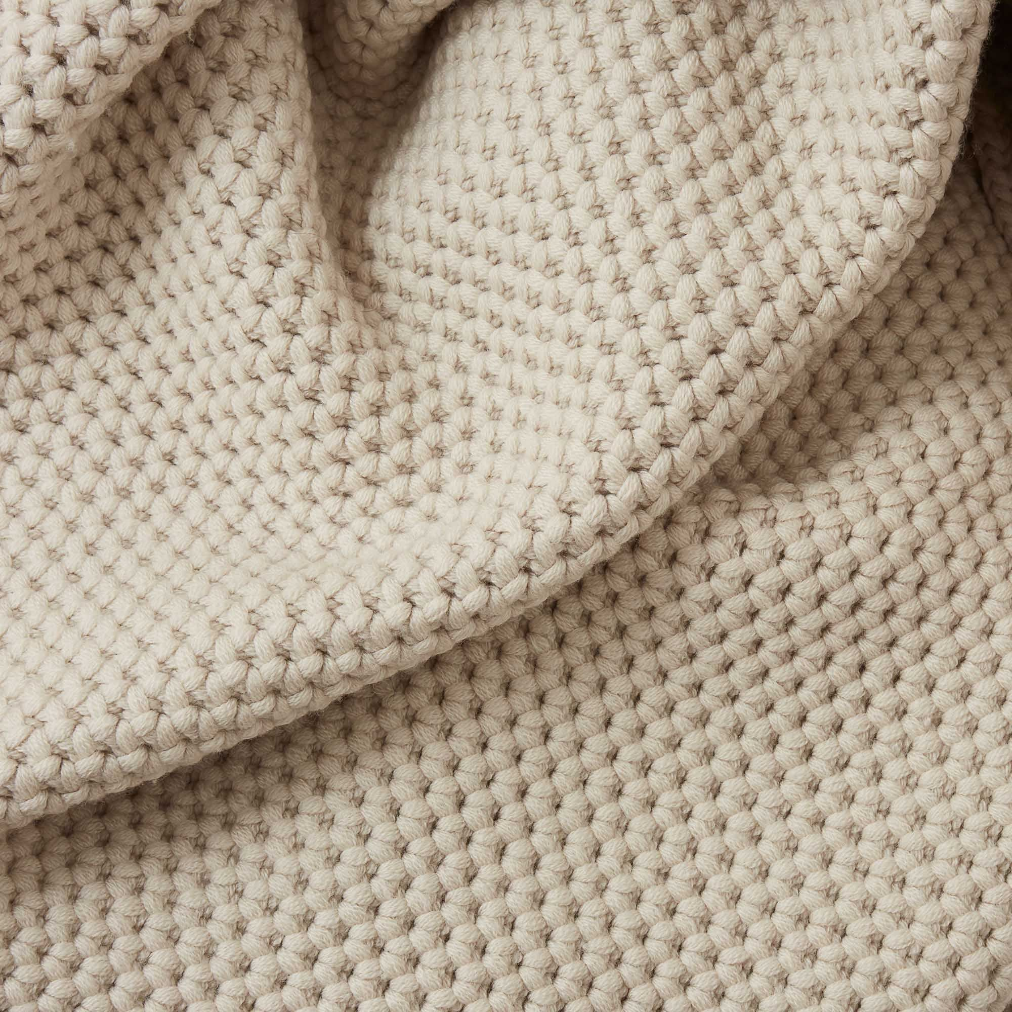 With its unique honeycomb structure, the exquisite Arpina has small pockets to trap air and therefore keep you warm when temperatures dip. Made in Italy from lush merino wool, the beautiful chunky knit of the blanket gives the design fabulous texture and a light bounce. Throw over your bed or sofa or simply wrap up by the fire for luxury warmth and style.