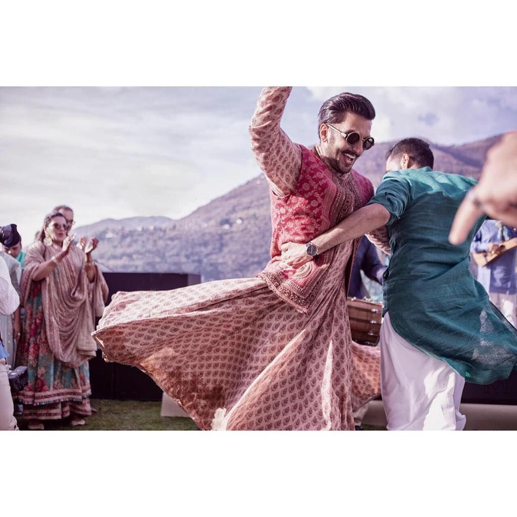 Deepika Padukone And Ranveer Singh Dance Their Heart Out During The Fairytale Mehndi Function Hungryboo