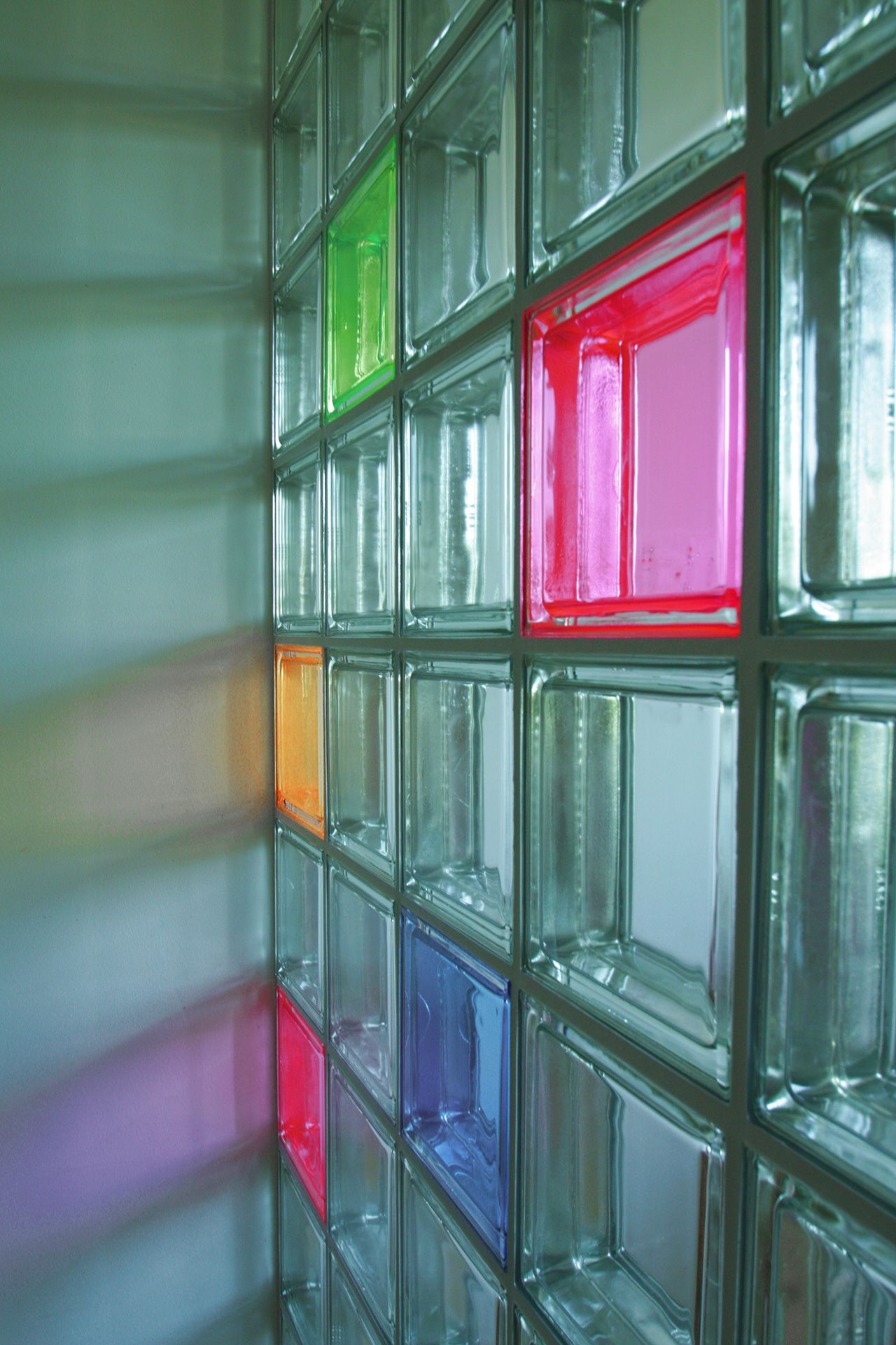 Trennwand f r ein kinderzimmer detail glasbausteine - Duschwand aus glasbausteinen ...